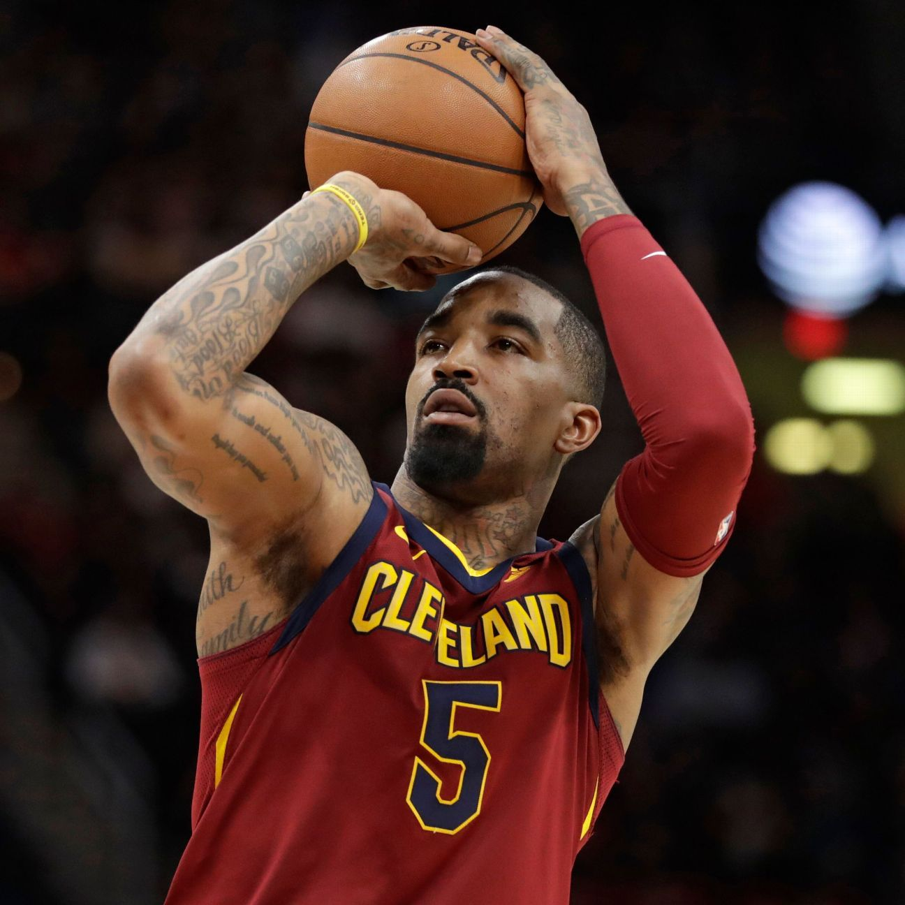 Sources: Lakers eye JR Smith to replace Bradley
