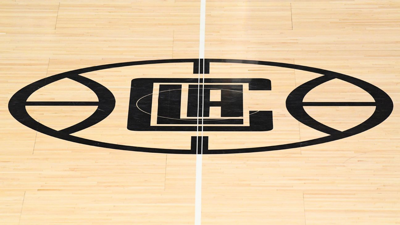 Sources: Clippers shut facilities after positive test