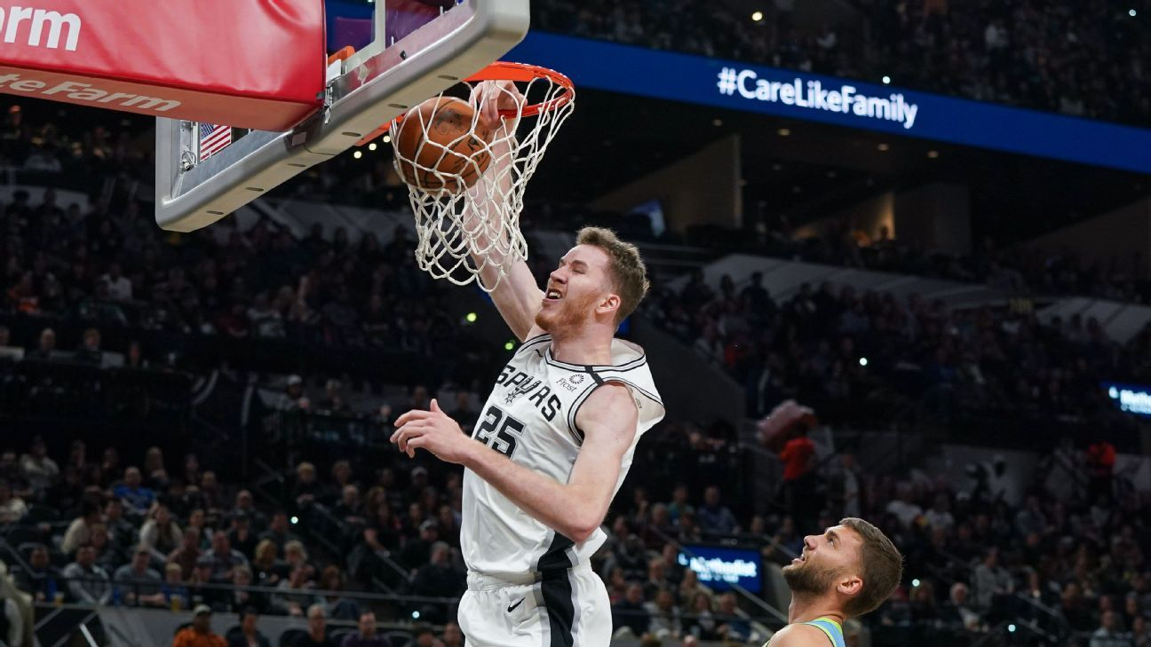 Spurs working to re-sign Poeltl to 3-year contract